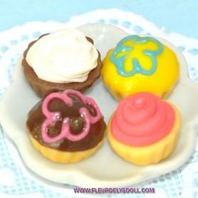 4 LITTLE CAKES & CUPCAKE MINIATURE LATI YELLOW BARBIE FASHION ROYALTY BLYTHE PULLIP DIORAMAS 1:12