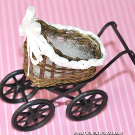 BABY CARRIAGE MINIATURE BJD BLYTHE PULLIP LATI YELLOW DOLLHOUSE