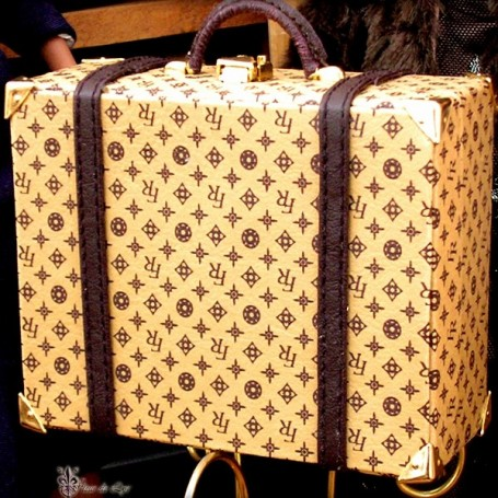 GRANDE VALISE STYLE LV BARBIE SILKSTONE FASHION ROYALTY SYBARITE TONNER ...