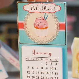 KITCHEN WALL CALENDAR MINIATURE LATI YELLOW BARBIE FASHION ROYALTY BLYTHE PULLIP PUKIFEE DIORAMA DOLLHOUSE