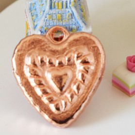 MINIATURE HEART COPPER JELLY MOULD LATI YELLOW BARBIE FASHION ROYALTY BLYTHE PULLIP DIORAMA DOLLHOUSE