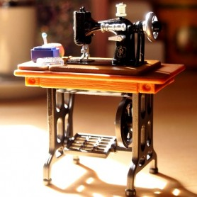 SEWING MACHINE RETRO VINTAGE LOOK STYLE SINGER 1:12 SCALE RE-MENT MINIATURE DOLLHOUSE