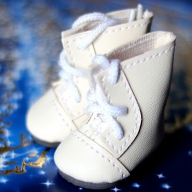 FAUX LEATHER CREAM BOOTS SHOES FOR BJD MY MEADOWS DOLLS GIGI PATTI BAILEY TELLA ...3.8 X 2 CM AND DOLLS WITH SIMILAR FOOT SIZE