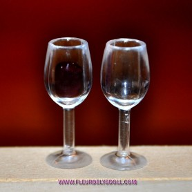 MINIATURE 2 WINE GLASSES DIORAMA DOLLHOUSE 1:12