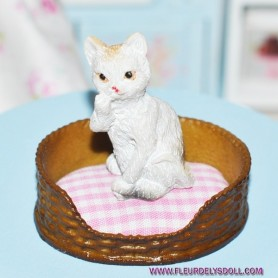 LOVELY PLAYING KITTY CAT MINIATURE BARBIE FASHION ROYALTY LATI YELLOW PUKIFEE BJD BLYTHE PULLIP DOLLHOUSE DIORAMA DOLL